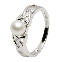 Celtic Trinity Knot Pearl Ring