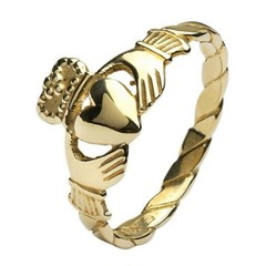 Ladies Twist Shank Yellow Gold Claddagh Ring