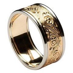 Triscele Weave Gold Wedding Band with Trim